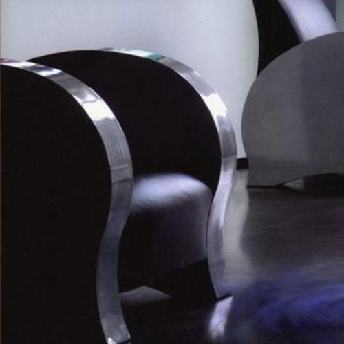 CREATION-MOBILIER-GALERIE-500X500-ARCHITECTE-VINCENNES-INTERIEUR-FAUTEUIL-GROS-PLAN