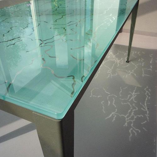 CREATION-MOBILIER-GALERIE-500X500-ARCHITECTE-VINCENNES-INTERIEUR-TABLE-SALON-EN-VERRE